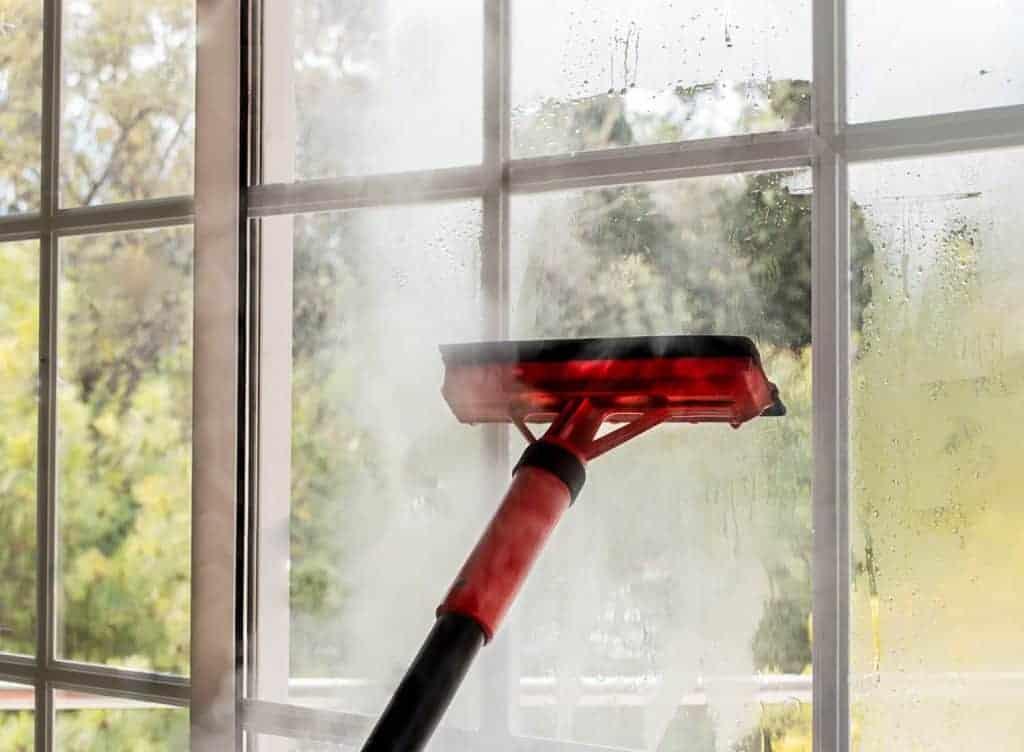 ikkunoiden pesu höyrypesurilla